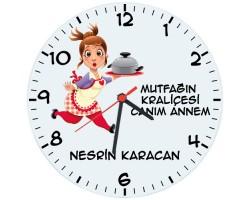 Anneye Hediye Mutfağın Kraliçesi İsimli Duvar Saati (Cam 29cm)