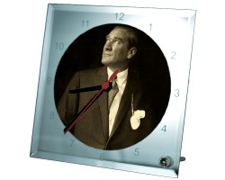 Atatürk Fotoğraflı Cam Masa Saati (20x20 cm)