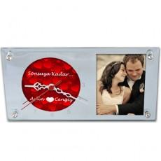 14 Şubat Sevgililer Günü Hediyesi -  Kırmızı Kalplerle Süslü Fotoğraflı Cam Masa Saati