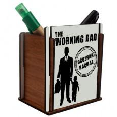 """Erkek Çocuk Babasına Hediye """"The Working Dad"""" İsimli Ahşap Kalemlik"""